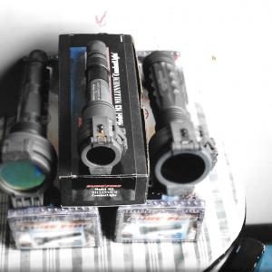 Torcia SureFire M3 Millennium CombatLight + 2 Lampadine + Filtro militare (iTAR) USATO